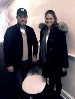 La princesa Magdalena de Suecia y su marido Christopher O'Neill se llevan a su hija recién nacida a casa. (Foto: Kungahuset.se vía Facebook) - Pulsar para ampliar -