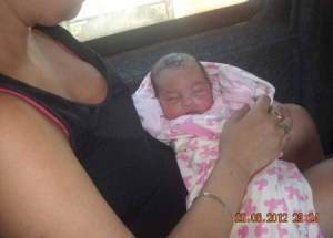 La niña empezó a recuperar el color tras ingerir la leche materna. (Foto: Cortesía familia María Kristensen)