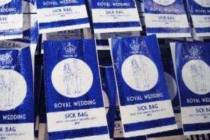 Bolsas para descargar el empacho de la boda real. (Foto: Cortesía Lydia Leith) - PULSAR PARA AMPLIAR -