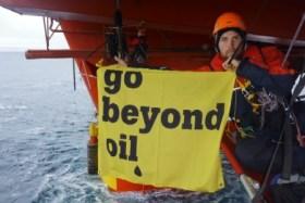 Protesta por las perforaciones en busca de petróleo el Ártico. (Foto: Cortesía de Greenpeace) - PULSAR PARA AMPLIAR -