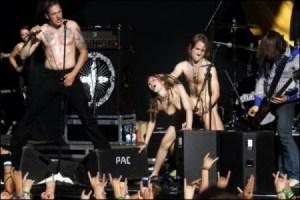 Durante un concierto en el festival de Quart 2004, en Noruega, fornicaron sobre el escenario. (Foto: Cortesía Fuck for Forest)