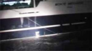 El «F/V Monte Meixueiro» arrojaba pescado al mar por una compuerta para que los inspectores no tuvieran pruebas de la pesca ilegal. (Fotos: Kystvagten)