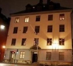 Este edificio es propiedad del rey Carlos Gustavo y está situado en Skeppsbron 24, en el centro de Estocolmo (Foto: TV4)