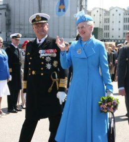 La reina Margarita II de Dinamarca y su marido el príncipe consorte Henrik de Monpezat a su llegada al puerto de Aarhus el 5 de junio del 2010 (Foto: © V.de los Espadas) - PULSAR PARA AMPLIAR -