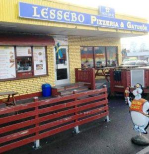 La pizzería «Lessebo Pizzeria & Gatukök» que regenta Sangar Gafuri en Lessebo, donde Carlos XVI Gustavo y Silvia de Suecia entraron a comer una pizza. (Foto: Cortesía de Sangar Gafuri para JM Noticias)