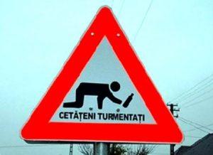La señal lo dice muy claro: ¡Cuidado, borrachos! (Foto: Privada) PULSAR PARA AMPLIAR