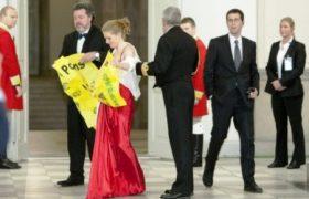 Los dos activistas de Greenpeace son un español y una noruega. (Foto: captura de tv)