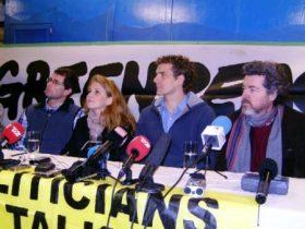 Los cuatro activistas ya libres, en la rueda de Prensa que se celebró en la bodega del barco de Greenpeace, el M/S Rainbow Warrior. (Foto: MM - ©JMNoticias)