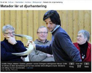 El torero Joselito Ortega enseña en Suecia como evitar las cornadas (Foto: Captura página diario sueco SVD) PULSAR PARA AMPLIAR