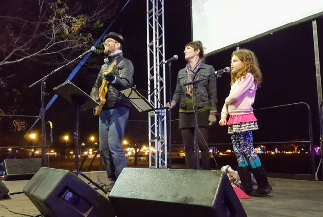 Molin Family sings