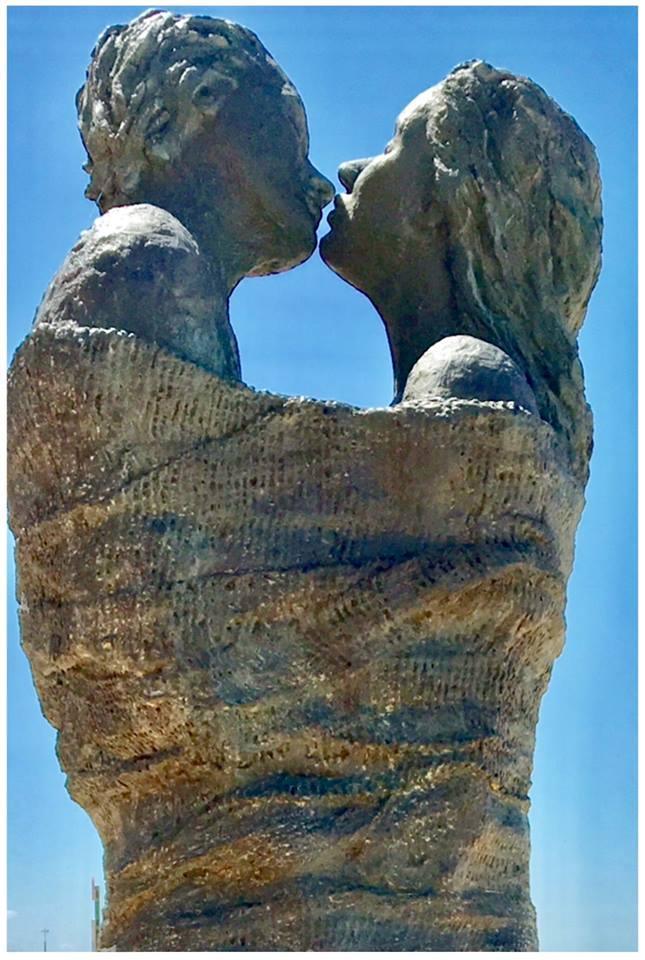Sculpture de Linde Ergo, sur la digue du Coq,