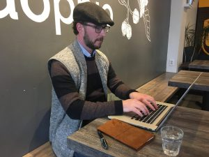 man typing on laptop coffee shop b2b sales leads jmsaint