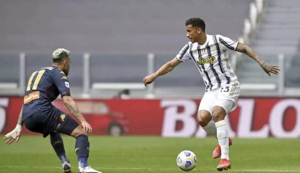 Danilo Juventus-Genoa Nero su Bianco