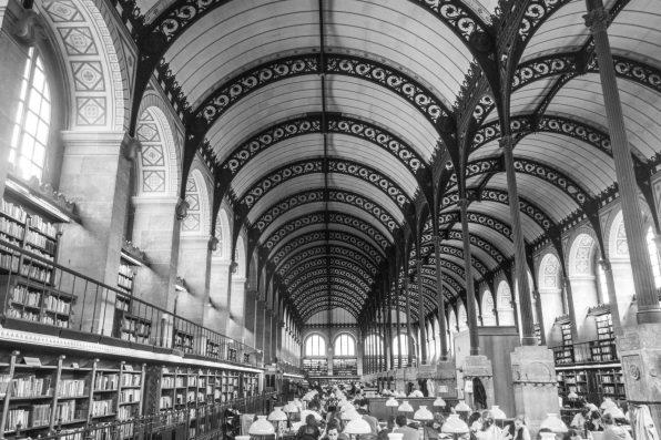 Bibliothèque Sainte-Geneviève : perspective sur l'une des deux nefs.