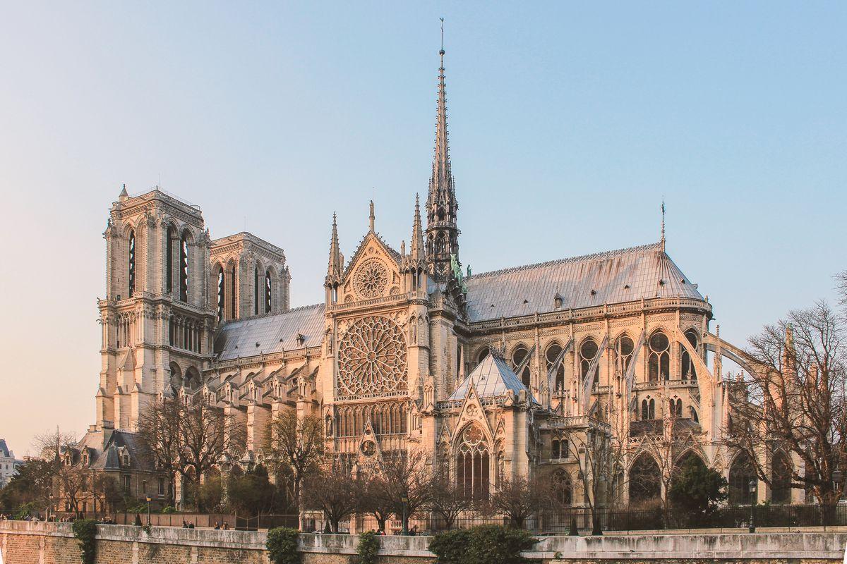La façade Sud de Notre-Dame de Paris