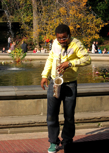 Photo of jazz saxophonist at the Bethesda Fountain taken by Joana Miranda