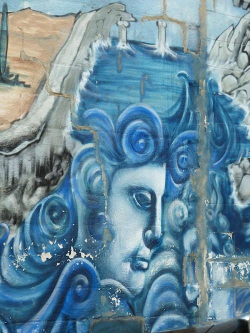 Photo of blue graffiti painting on wall in Astoria, taken by Joana Miranda