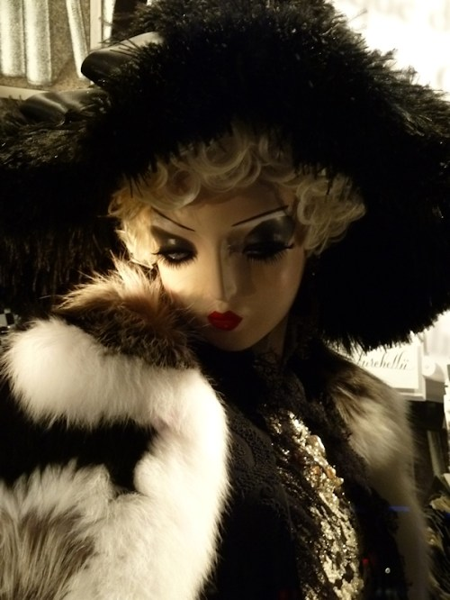 Photo of fur-clad mannequin at 2011 Bergdorf Goodman Christmas window display, taken by Joana Miranda