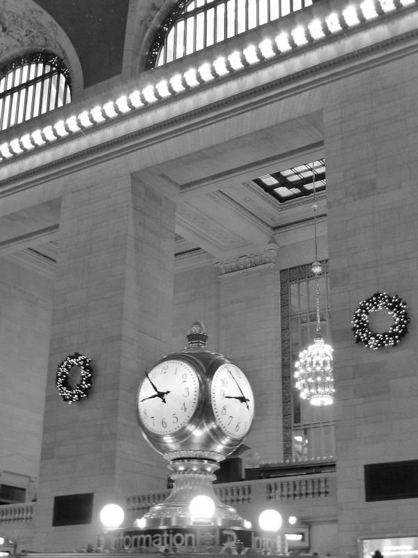 Black and white photo of clock in Grand Central Station taken by Joana Miranda