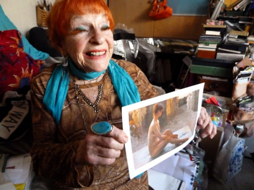 Photo of Ilona showing a photo of one of her paintings, taken by Joana Miranda