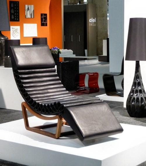 Photo of black mod lounger, taken by Joana Miranda
