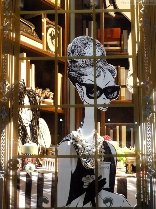 Audrey Hepburn in Al Hirschfeld window at Bendel's