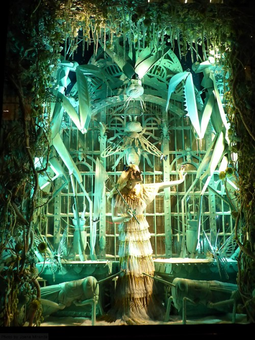 butterfly-window-at-the-2016-bergdorf-goodman-holiday-window-display
