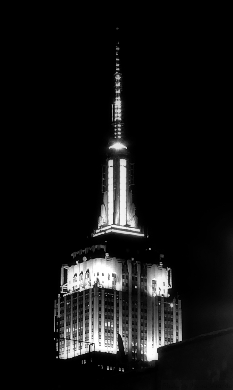 Black and white photo of the Empire State building, taken by Joana Miranda