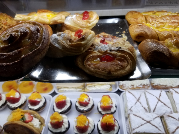 Photo of assorted pastries at Pastelaria Versailles