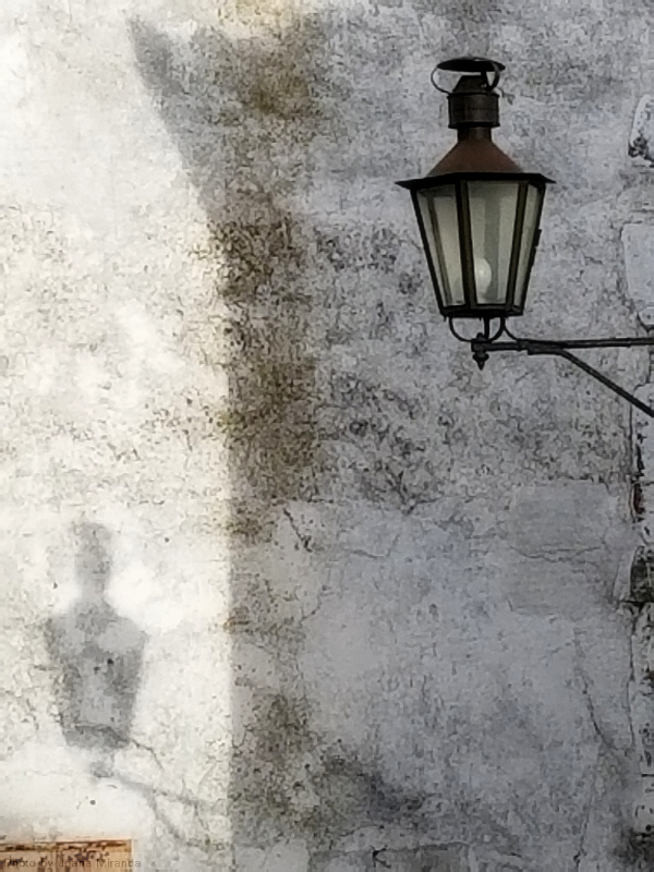 Photo of lantern and shadow in Monsaraz, Portugal