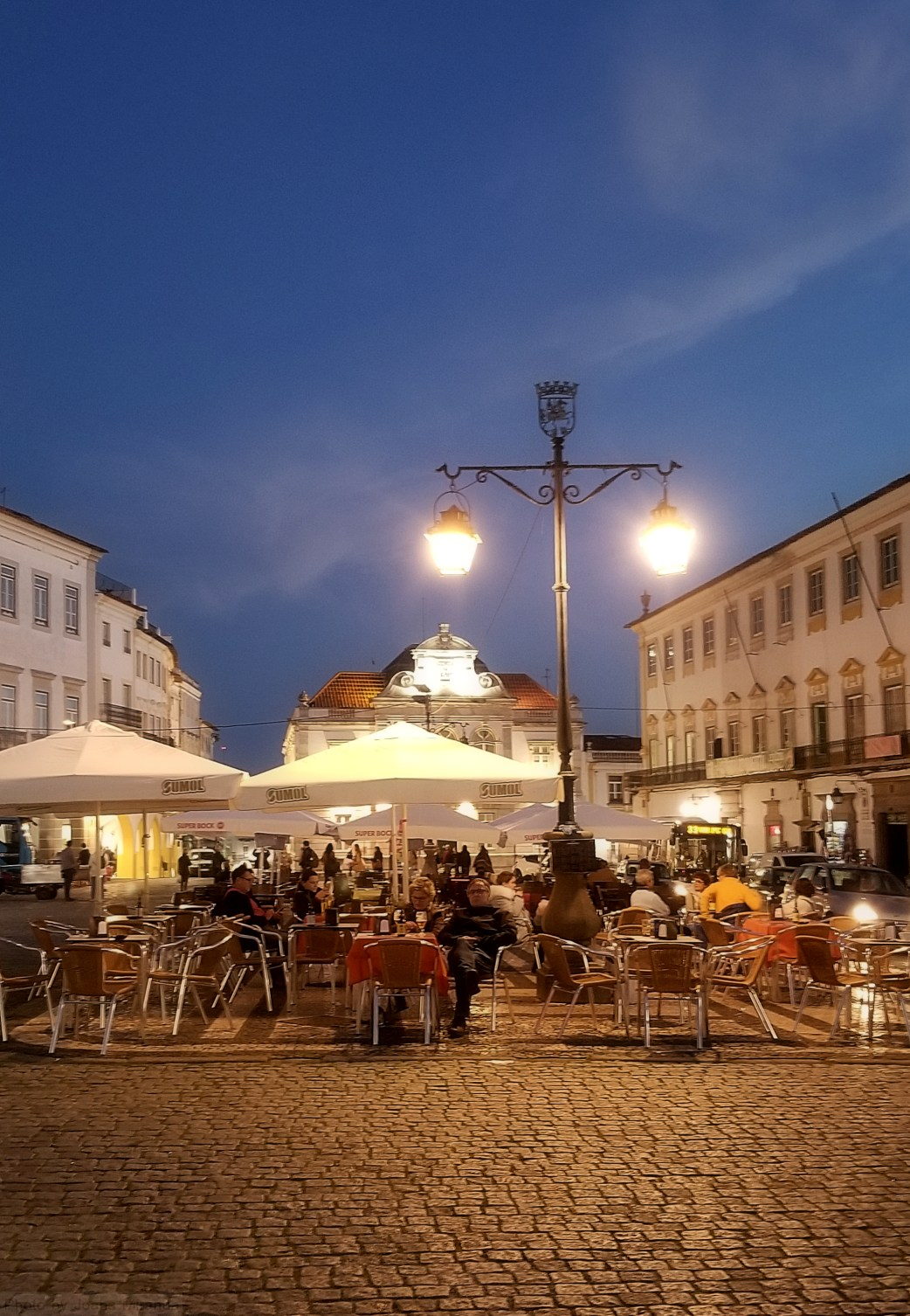 Praca Giraldo in Evora at night