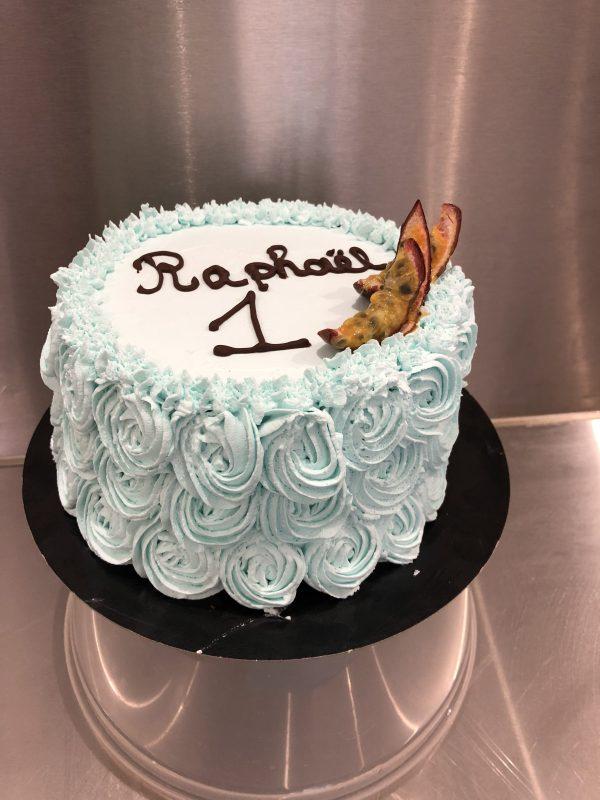 coco passion layer cake vegan bleu