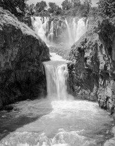 064E01 White River Falls 2002
