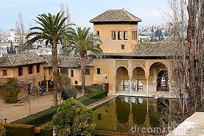 alhambra-palace-granada-spain-8113557