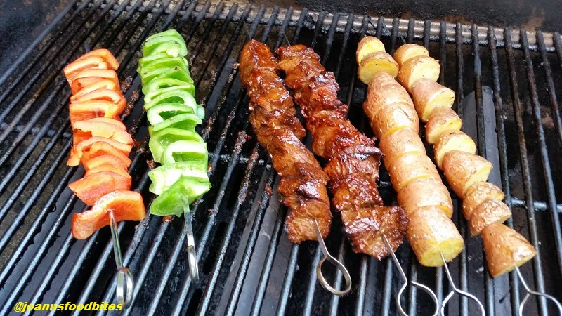 Steak kebabs with peppers and potatoes