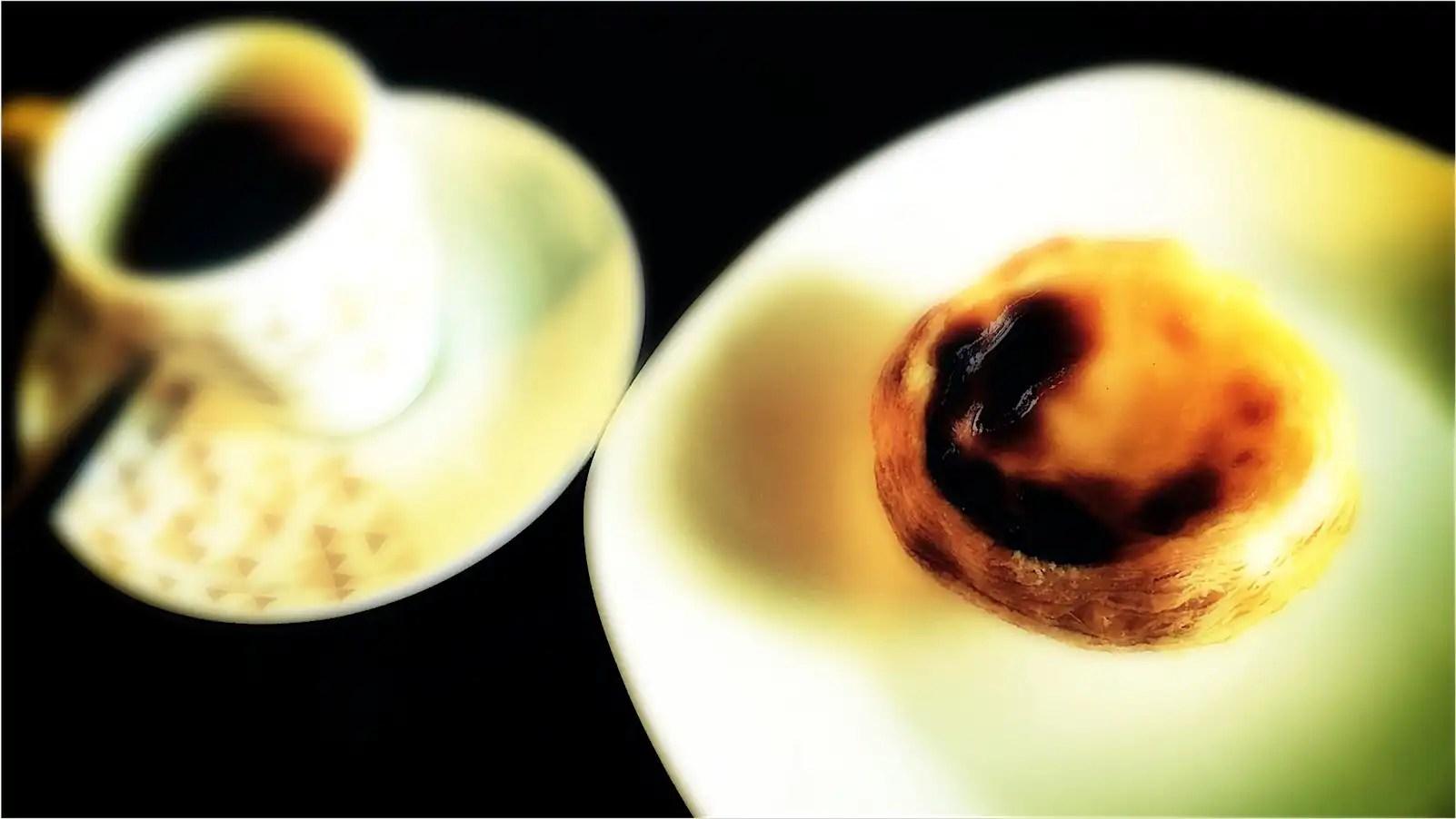 Um café e um pastel