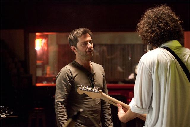 """Pedro Varela dirigindo uma cena de """"Os Filhos do Rock"""""""