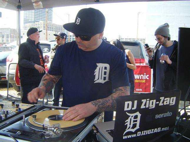 DJ ZIG-ZAG!