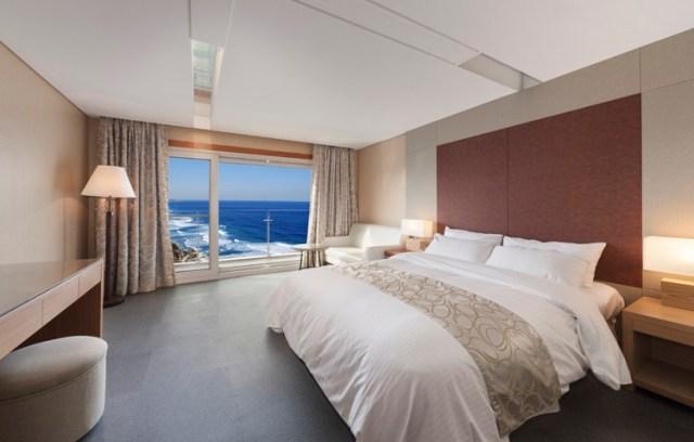 Luxury 370,000 won ($235.00 usd) a night