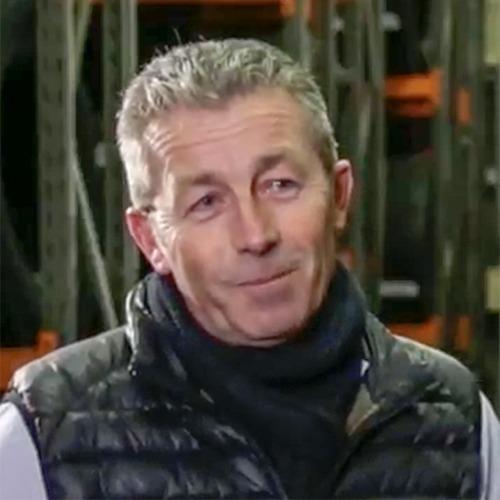 Frédéric, directeur général souriant portant une doudoune noire.