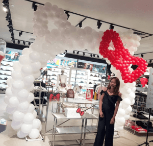 Hello_Kitty_Balloon_Arch_With_Bow