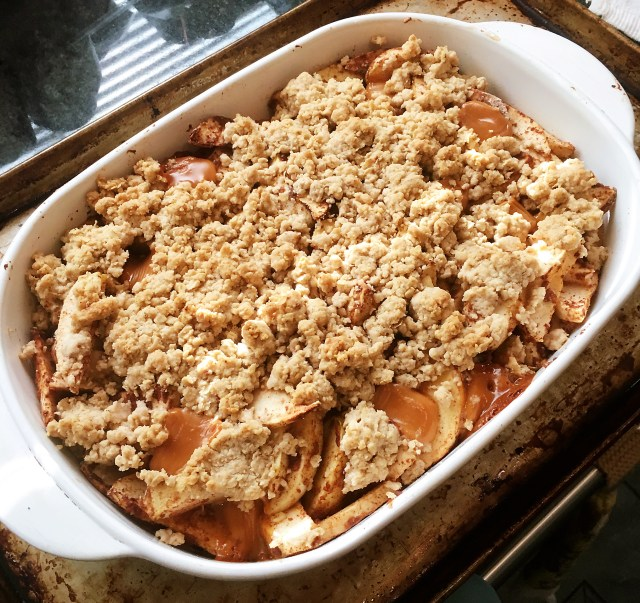 Apple crisp with caramel
