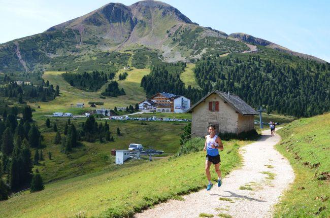 Läufer auf Forstweg mit Schwarzhorn