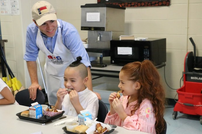 NC Superintendent of Public Instruction Mark Johnson (left) spends lunch time with MCES students Yeshua Gonzalez (center) and Messiah Gonzalez (right) on Oct. 17.