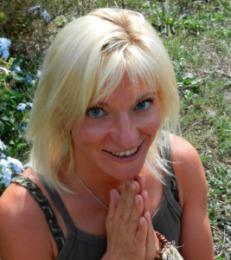 Angela Santosa1