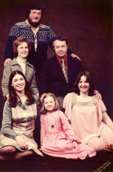 professional family photo shoot 70s