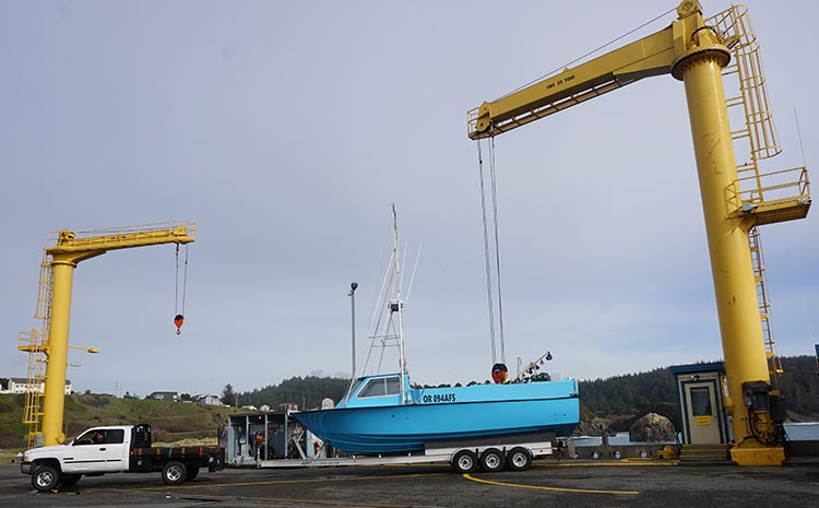 Review, video and photos of the Humbug State Park. The boats at Port Orford are hoisted in and out of the water by giant cranes