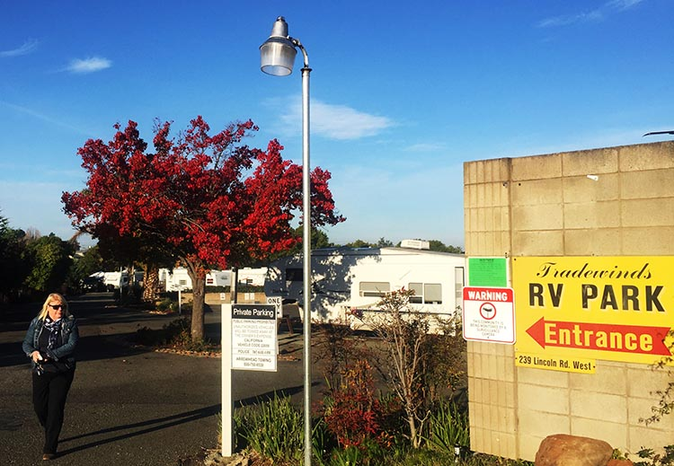At the entrance to Tradewinds RV Park, waiting for a cab to take us to the Vallejo ferry terminal