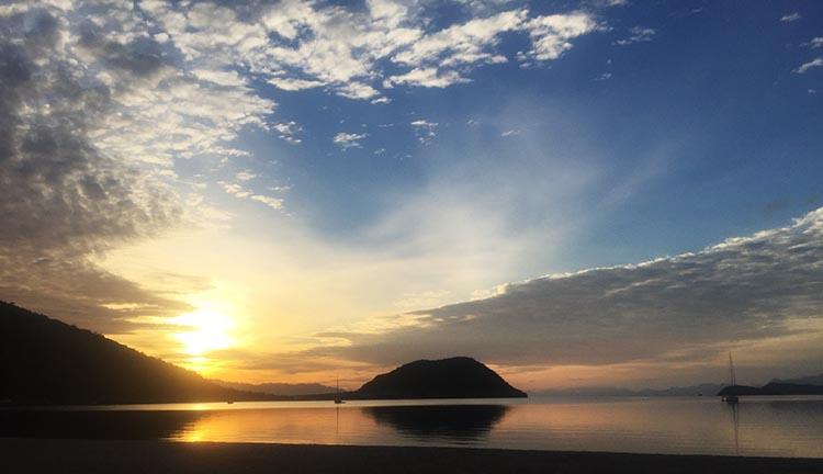 Day 5 of our RV Trip with Baja Winters: San Ignacio to Santispac Beach, Bahía de Concepción, Baja California Sur, Mexico. This was the beautiful sunset we saw over Santispac Beach that first night
