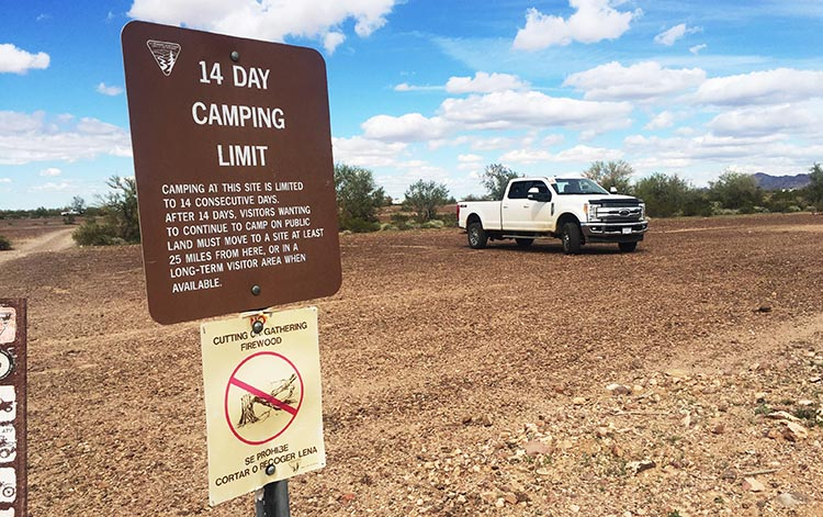 We drove out to take a look at some of the many free camping opportunities around Quartzsite